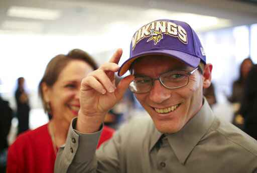 A Minnesota Vikings cap was one of the gifts Damon Thibodeaux received at a reception at Fredrikson & Byron to welcome him on Oct. 12, 2012, to Minneapolis. Thibodeaux who escaped death row in Louisiana in 2012 after he was exonerated by DNA evidence for a murder he didn't commit has died of COVID-19 on Sept. 2, 2021. The 47-year-Thibodeaux, who eventually settled with his family in Texas, contracted the coronavirus in August, a few days after getting his first vaccine shot. (Jeff Wheeler/Star Tribune via AP)