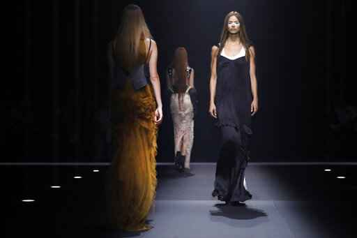 Vera Wang returns, with hippie hair and couture lingerie