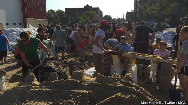 Hundreds fill sandbags to hold back the Cedar River, Photo Date: 9/24/16