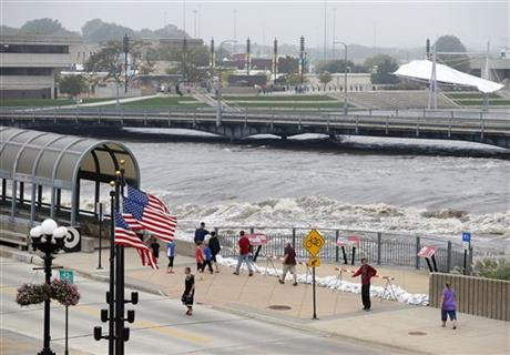 Iowa Braces for Flooding With More Rain on the Way 09/24/2016