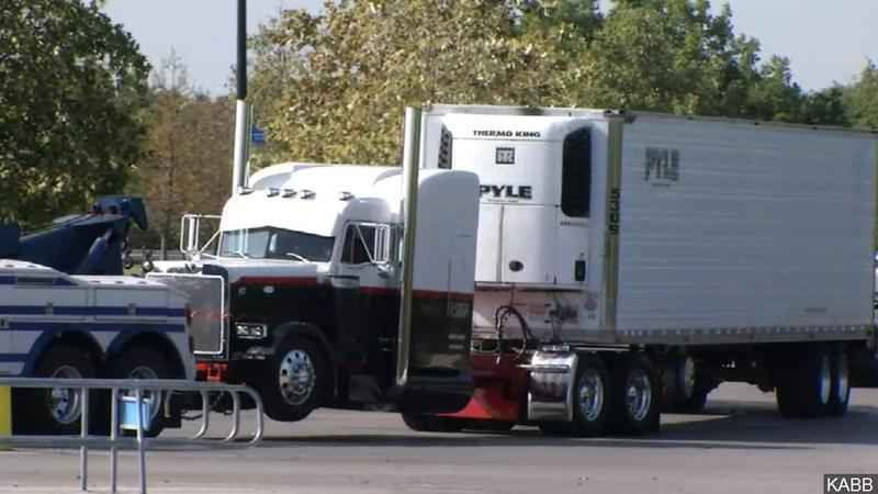 TX Trafficking Deaths Latest: Semi Driver Could Face Death Penalty