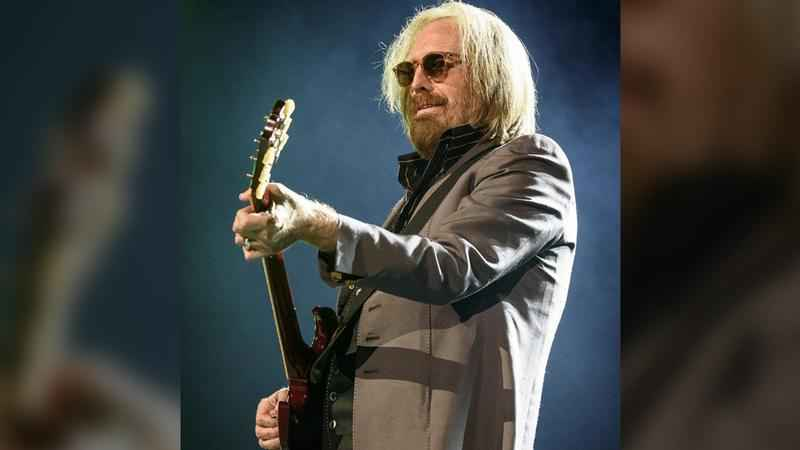 Musician Tom Petty Clinging to Life Amid Reports of His Death