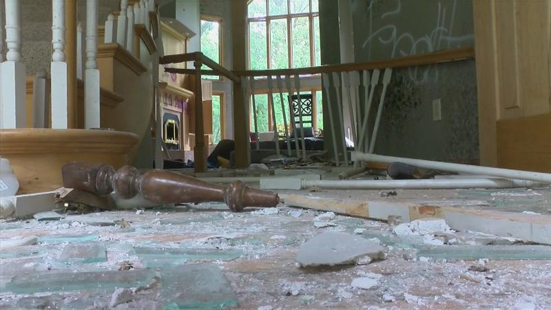 Abandoned Austin home left to deteriorate