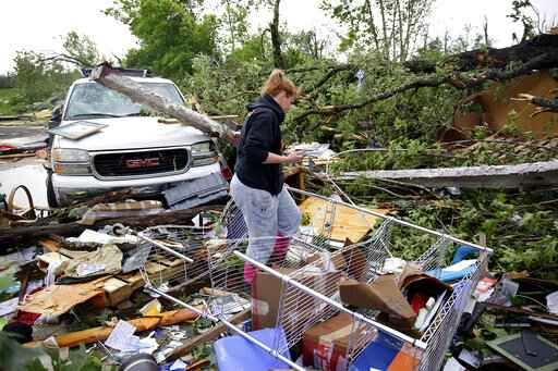 Storms in Midwest leave string of tornadoes, flooding