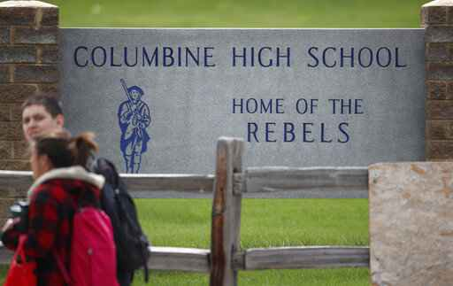 Students leave columbine