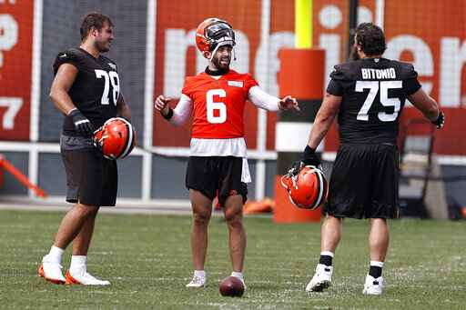 Cleveland Browns quarterback Baker Mayfield (6) talks with offensive tackle Jack Conklin (78) and guard Joel Bitonio (75) during practice at the NFL football team's training facility Friday, Aug. 14, 2020, in Berea, Ohio. (AP Photo/Ron Schwane)