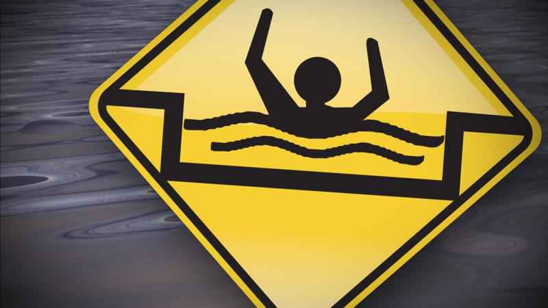 Deputy Pulls Woman from Sinking Car in Minnesota Lake<br />