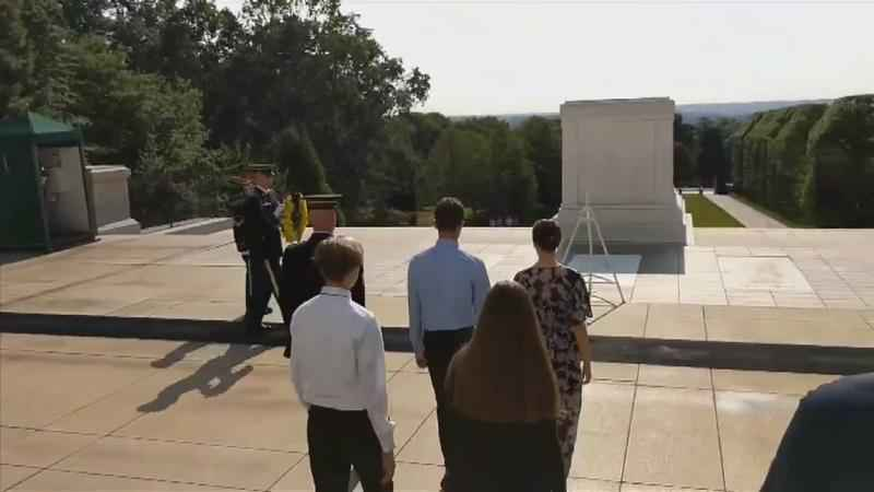 Byron Students Lay Wreath at Tomb of the Unknown Soldier
