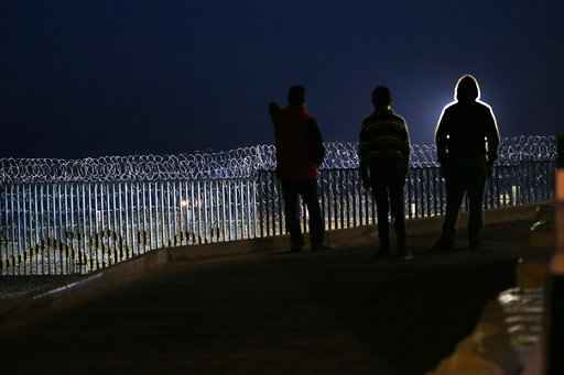 Migrants Get Cool Reception at Mexican Border Town