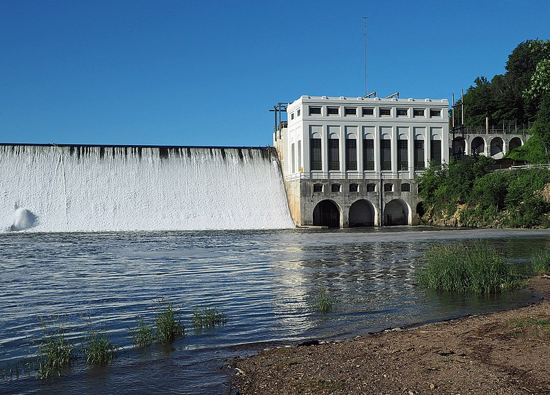 A Group of Olmsted County Residents Survives Fall Over Power Dam in a Pontoon Boat