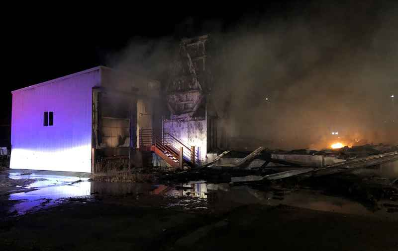 Crews put out large Albert Lea warehouse fire; evacuated neighbors react | Devin Martin ABC 6 News